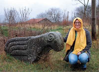 Alison Vacca by a statue in Dmanisi